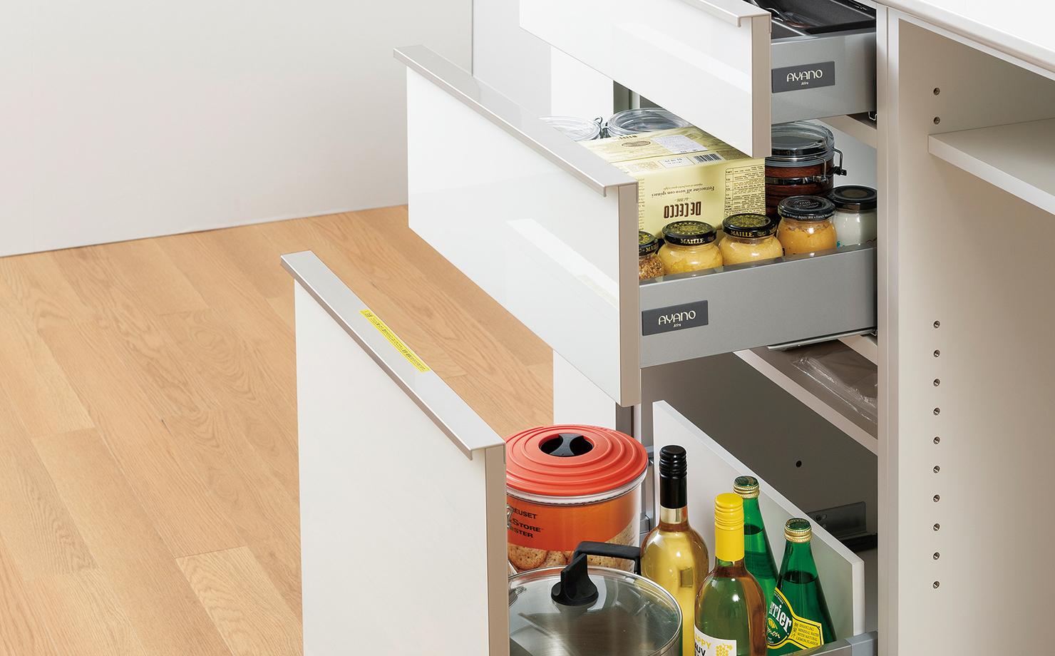 キッチンまわりのものを使い勝手良く分類して収納できる